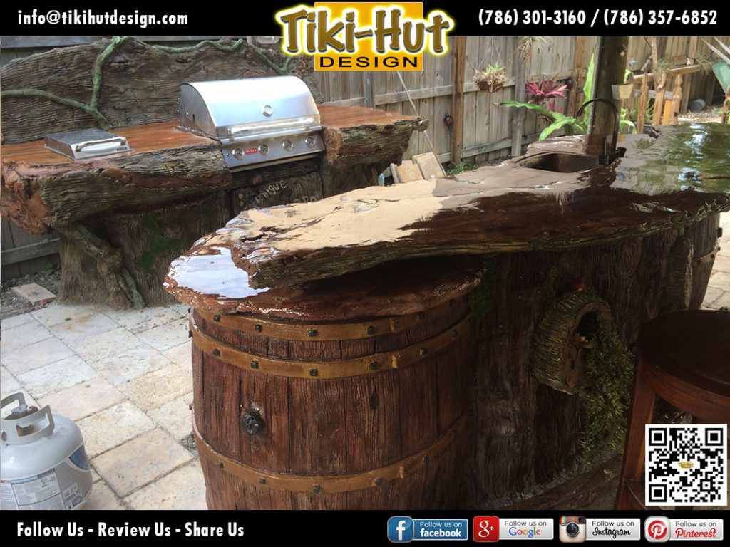 Custom-Tiki-bar-and-outdoor-kitchen-by-Tiki-Hut-Design-of-Miami